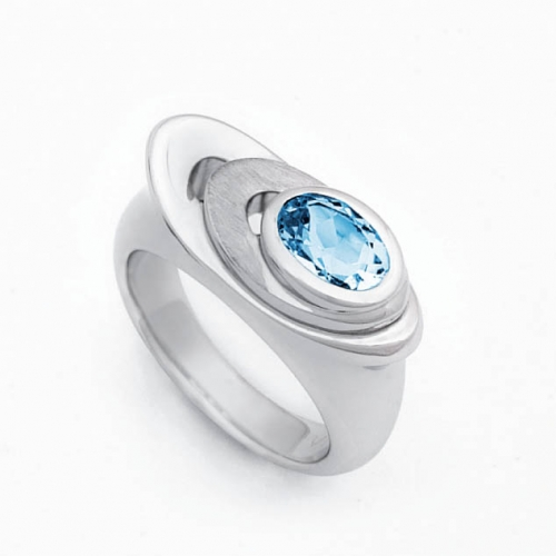 Design Ring mit facettierten Blautopas