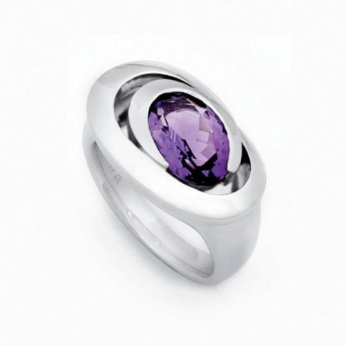 Design Ring mit facettierten Amethyst